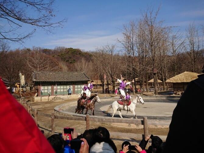 韓国民俗村の公演:馬上武芸
