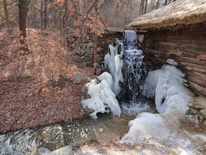 韓国民俗村で冬の風景写真