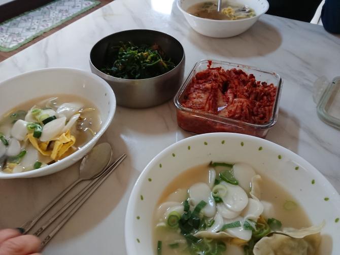 韓国の正月料理:マンドゥドックッの写真