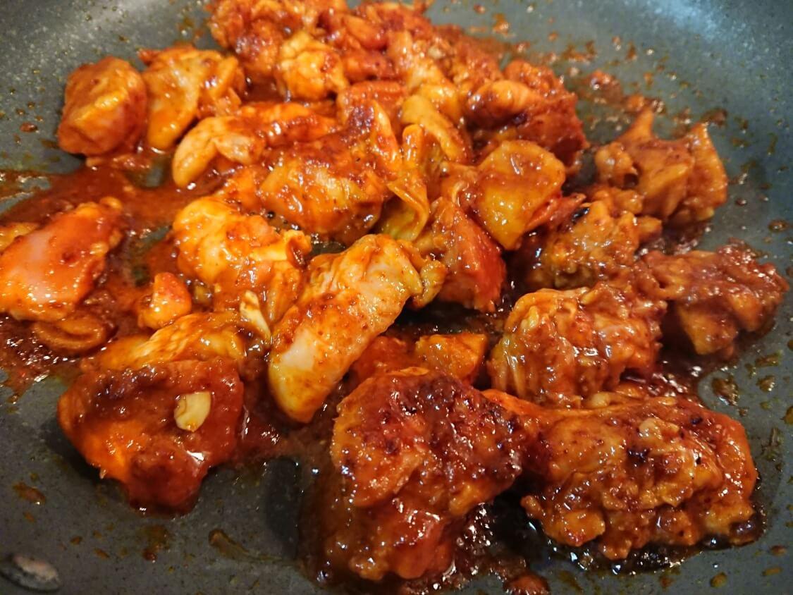 チーズタッカルビの韓国人気レシピ。フライパンで簡単に作る