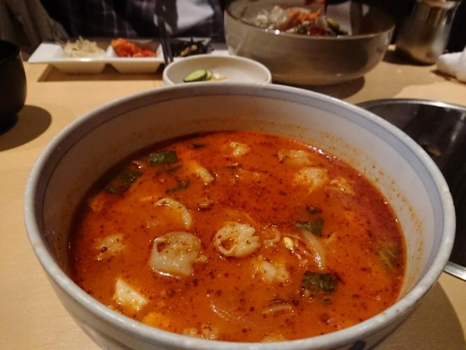 西新宿で人気の韓国料理屋さん「韓感」のチゲ