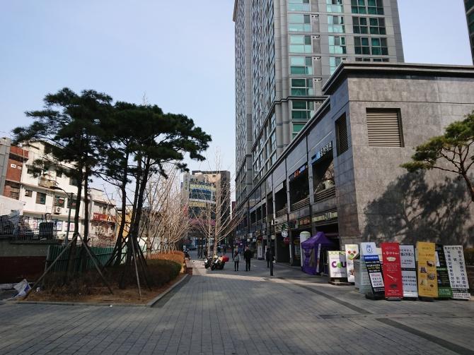 韓定食『チェウム 채움』のお店の前3