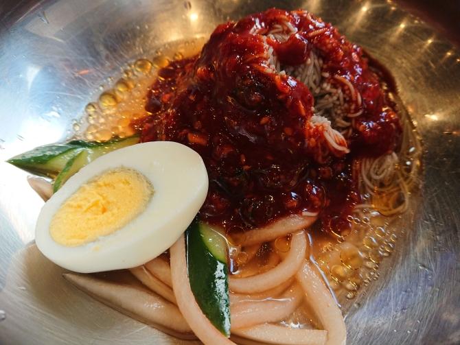 骨付きカルビの食事は冷麺