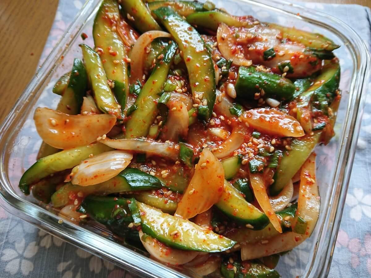 キュウリキムチ(オイムチム)の簡単レシピ。新玉ねぎとお酢を入れてさっぱり味