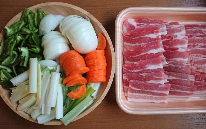 韓国の豚肉甘辛炒め、チェユクポックムの材料写真