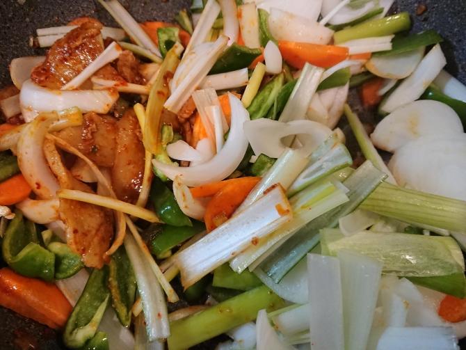 韓国の豚肉甘辛炒め、チェユクポックムのレシピ写真