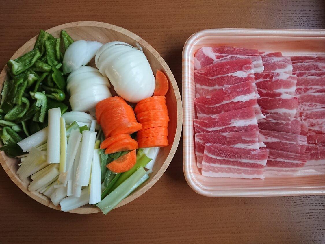 簡単かつ本格的!豚肉の甘辛炒め、チェユクポックムの材料