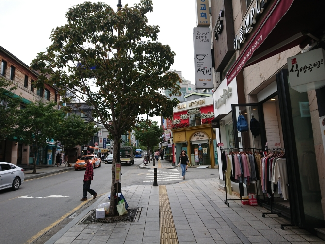 韓国の淑明女子大学校の通りの写真