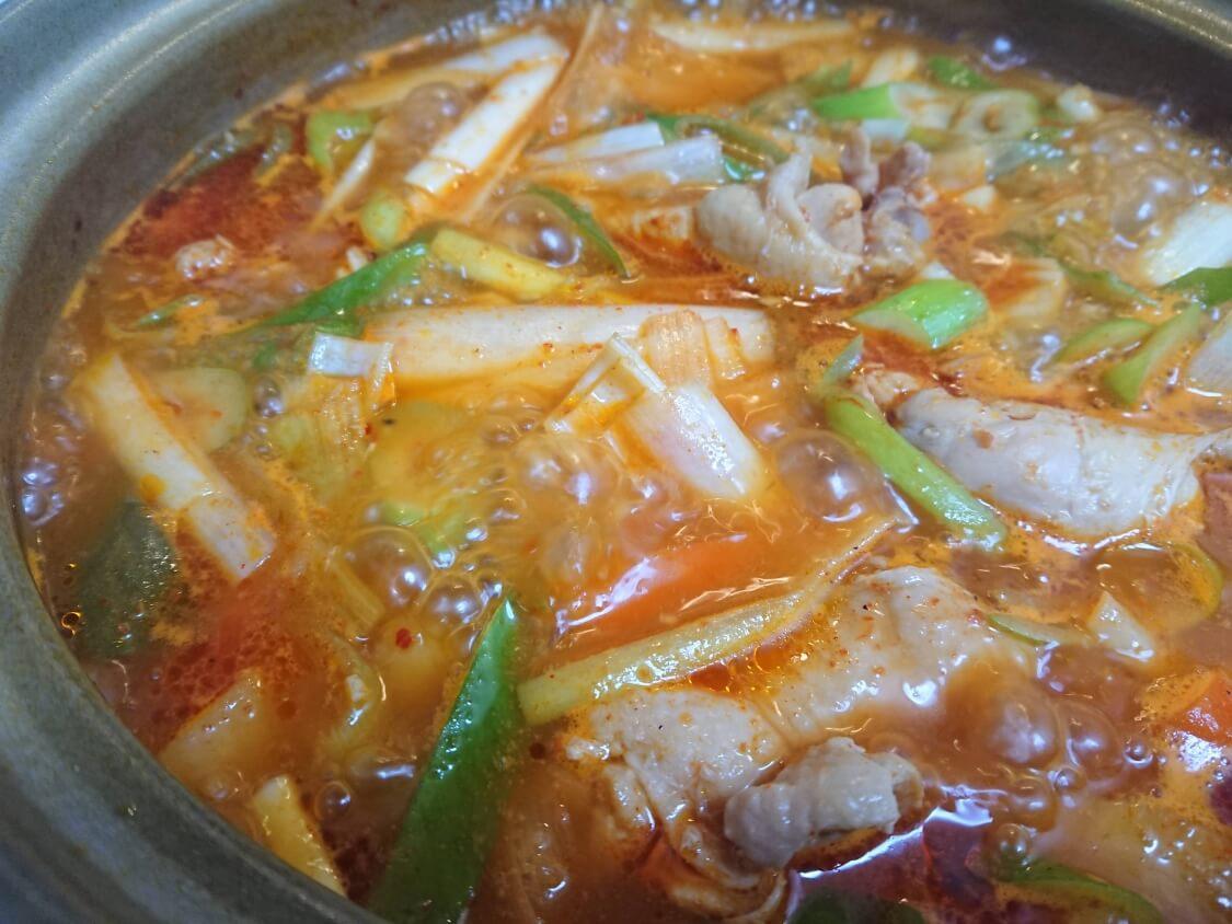 タットリタン(韓国の旨辛鶏肉じゃが料理)の作り方
