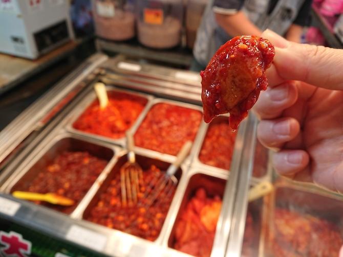 韓国の中部市場のチャンジャ屋さんの写真