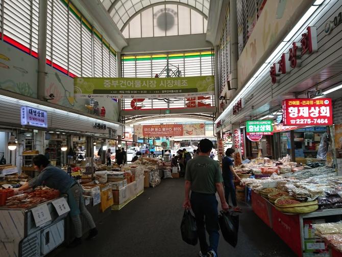 韓国の中部市場の風景写真