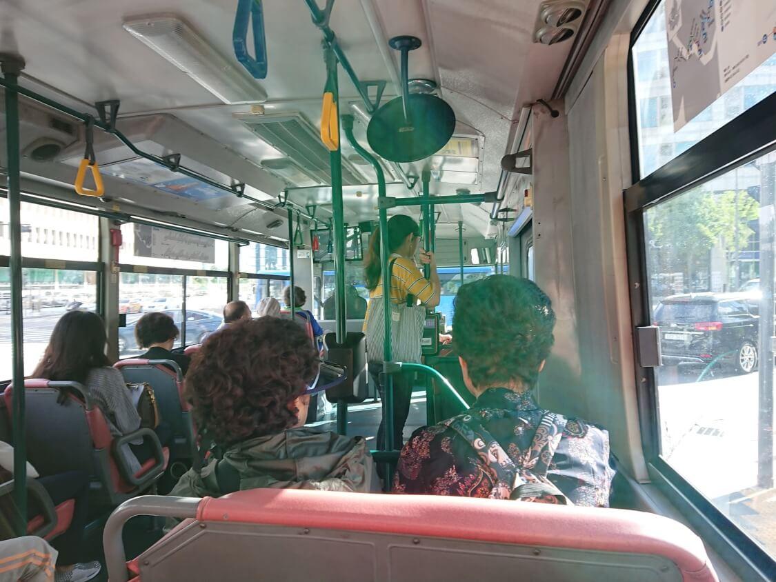 ソウルのバスの中で