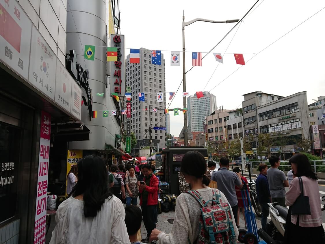 ソウル駅から南大門へ向かう写真