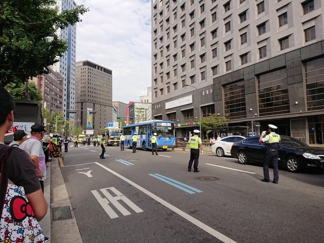 ソウル南大門のバス停で