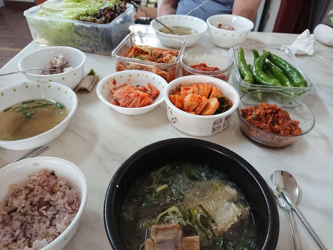 サムジャンがある韓国の食卓