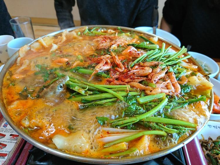 韓国のうなぎ屋さんで食べた料理写真。メウンタン