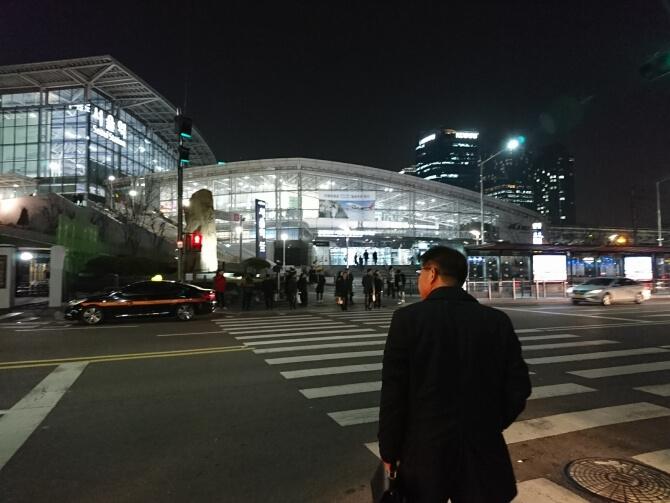 ロッテマートの隣のソウル駅