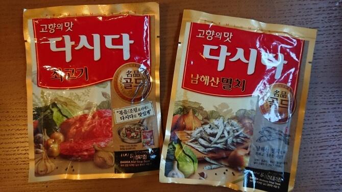 韓国のスーパーで購入した調味料・食べ物の写真:ダシダ