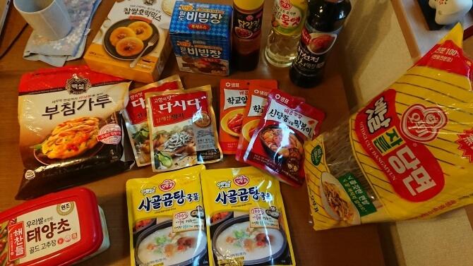 韓国のスーパーで購入した調味料・お土産の写真