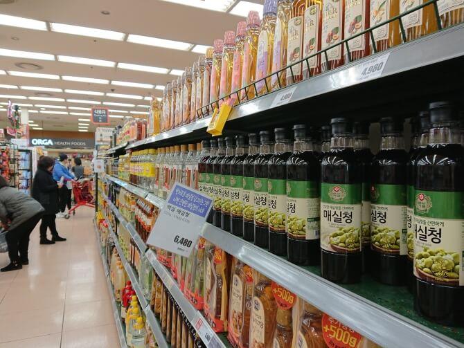 韓国のスーパーで購入した調味料・食べ物の写真:梅シロップ
