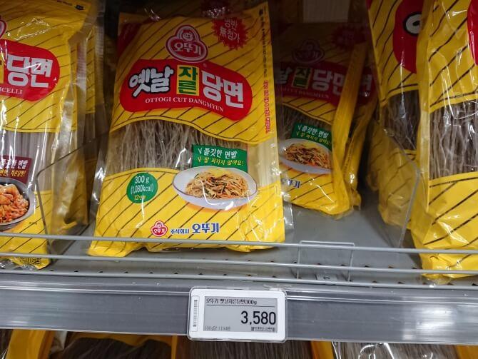 韓国のスーパーで購入した調味料・食べ物の写真:オットギのチャプチェ