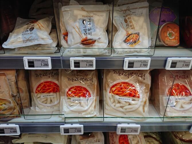 韓国のスーパーで購入した調味料・食べ物の写真:トッポギのトック