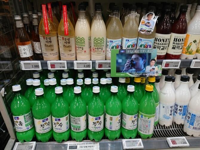 韓国のスーパーで購入した調味料・食べ物の写真:マッコリ