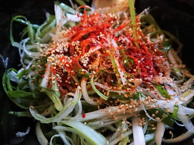 韓国のネギサラダ