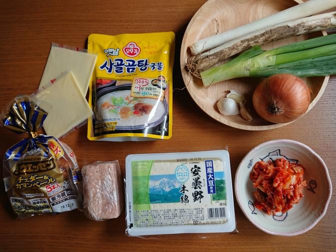 韓国の鍋「プデチゲ」の材料写真