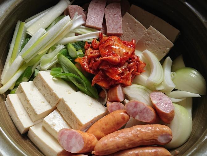 韓国の鍋「プデチゲ」のヤンニョム写真