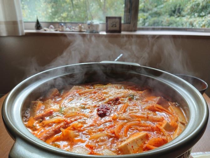 韓国の鍋「プデチゲ」のレシピ写真
