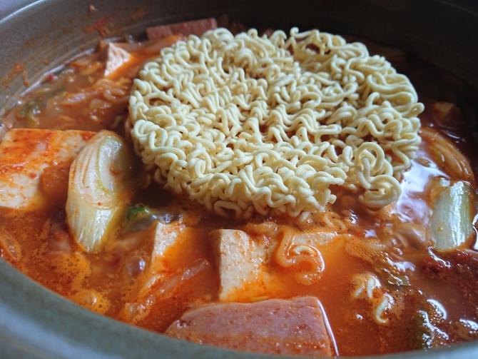 韓国の鍋「プデチゲ」の写真