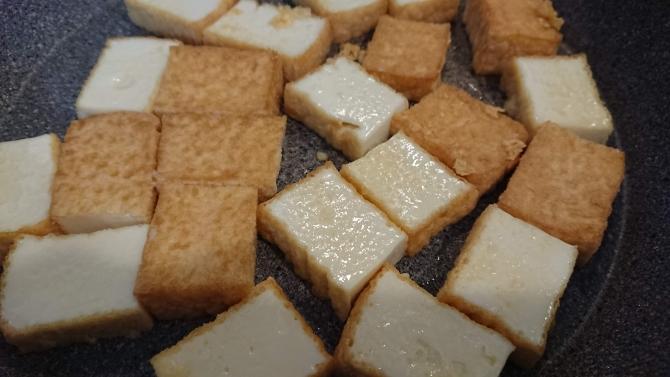 甘辛ヤンニョムチキン味の豆腐のレシピ写真