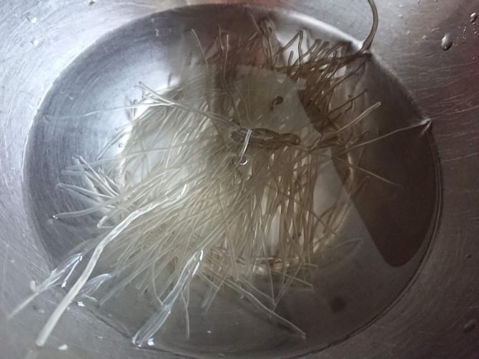韓国の小さなプルコギ鍋(トゥッペギプルコギ)のレシピに入れる春雨