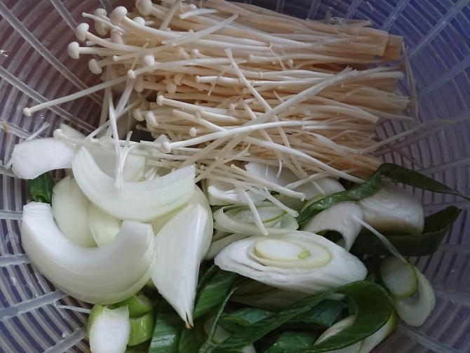 韓国の小さなプルコギ鍋(トゥッペギプルコギ)のレシピ野菜