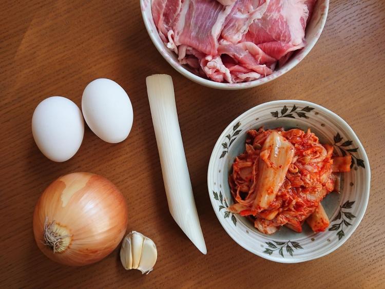 豚キムチチャーハンの簡単レシピの材料