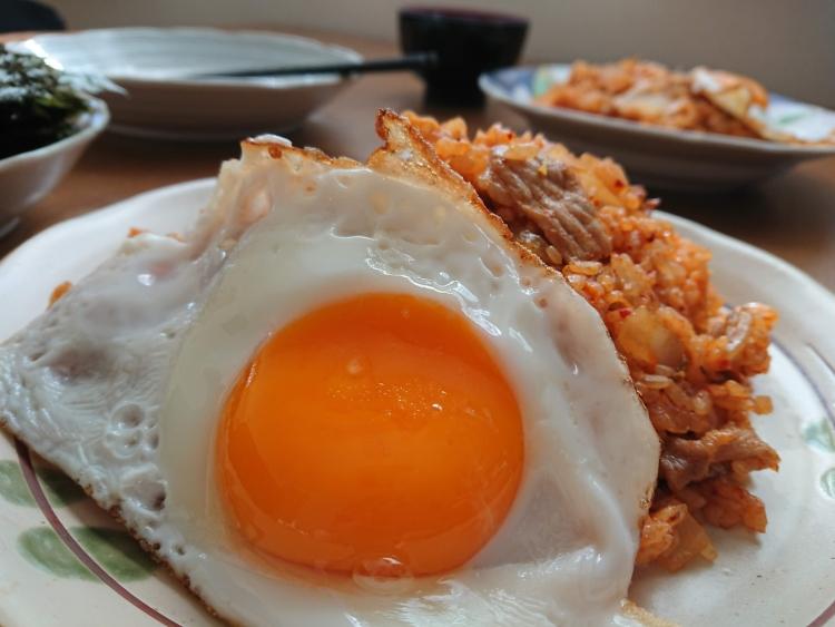 卵焼き乗せキムチチャーハンの簡単レシピ