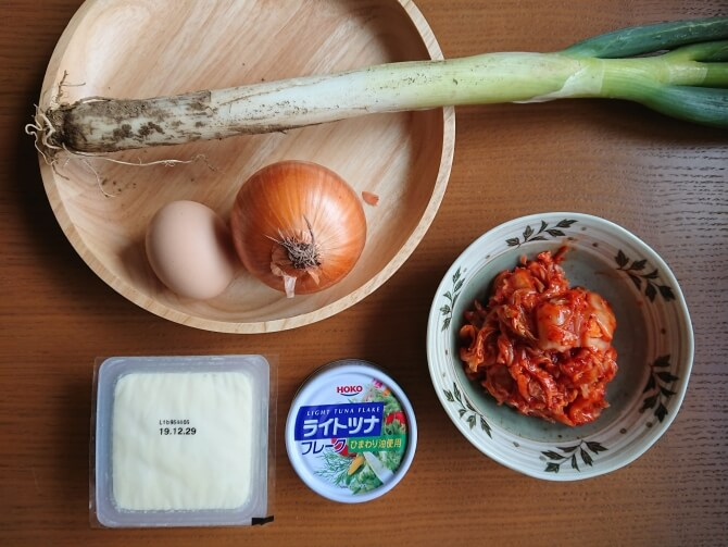 簡単キムチチゲ。レシピの材料