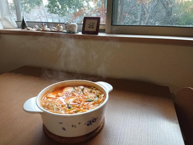 簡単キムチチゲ。韓国のレシピ