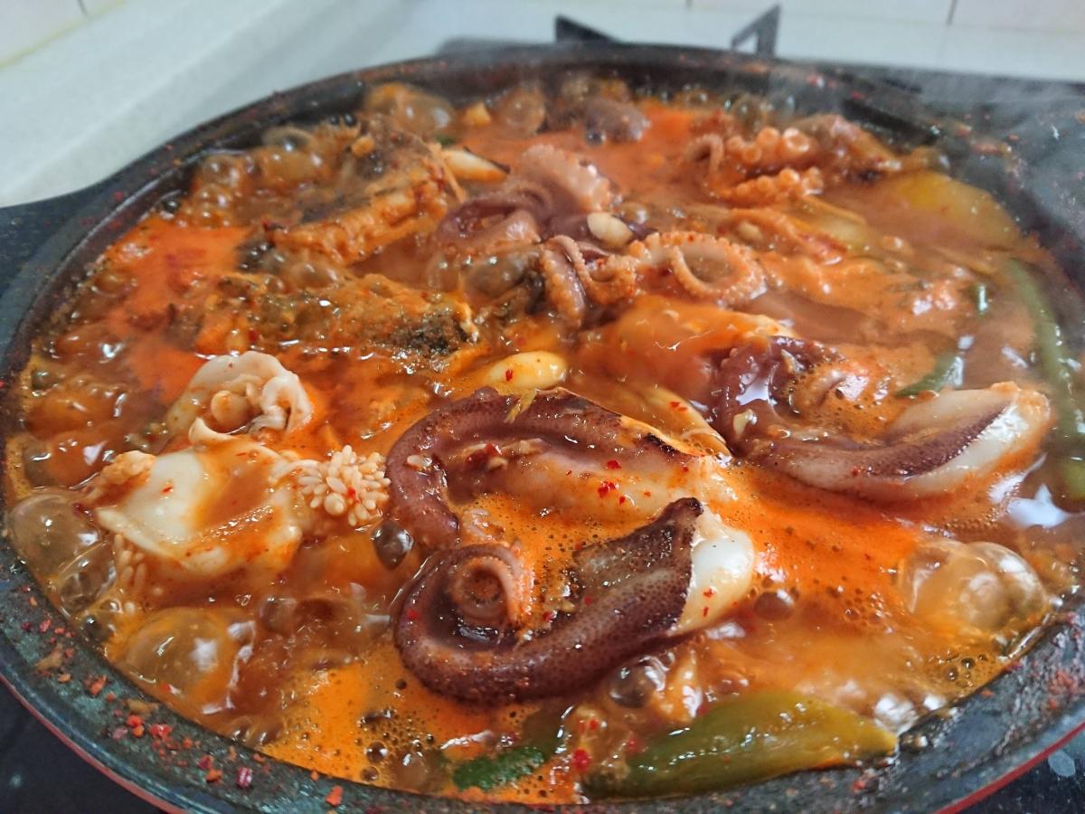 韓国の海鮮鍋メウンタン