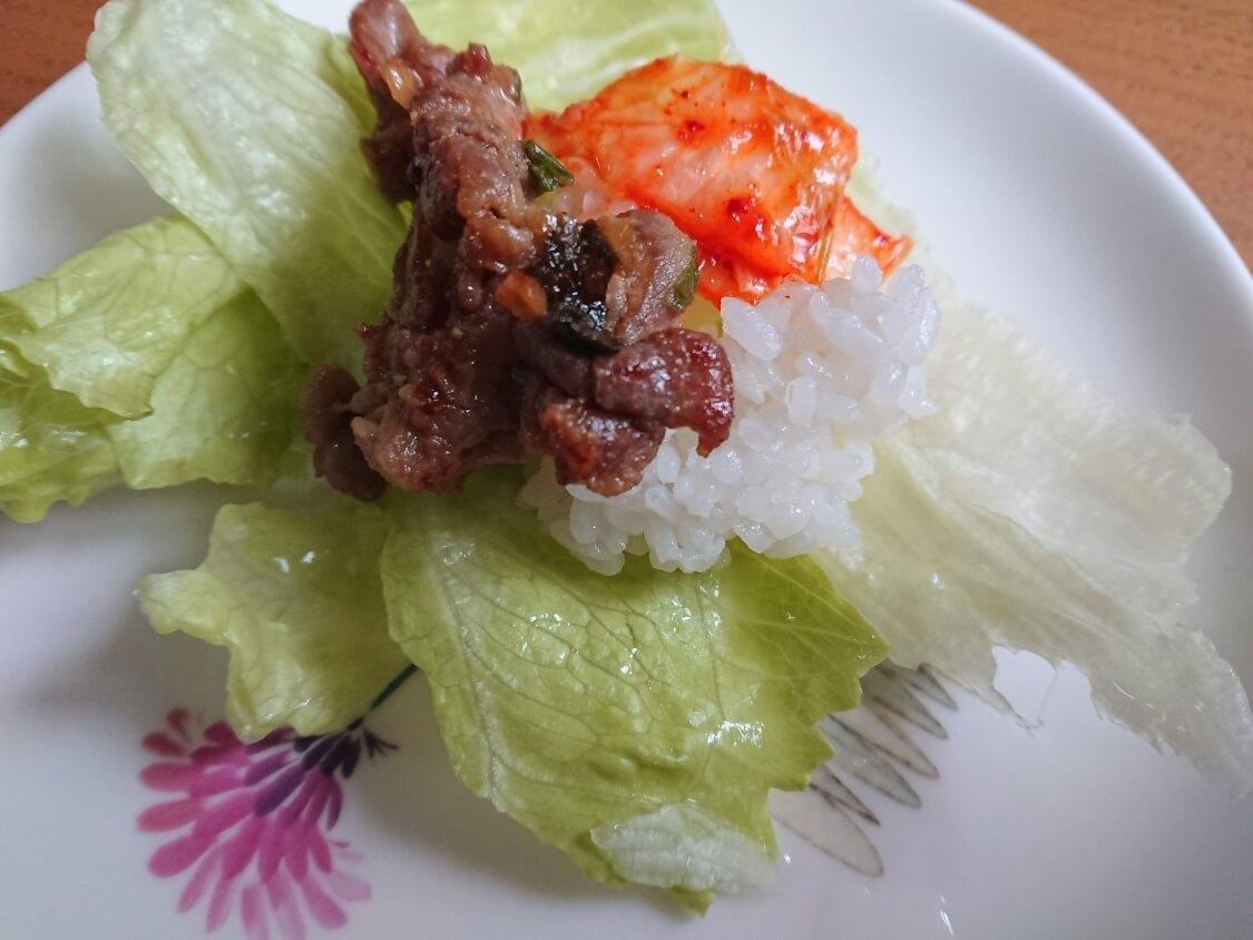 豚肉プルコギの食べ方。レタスに包んで
