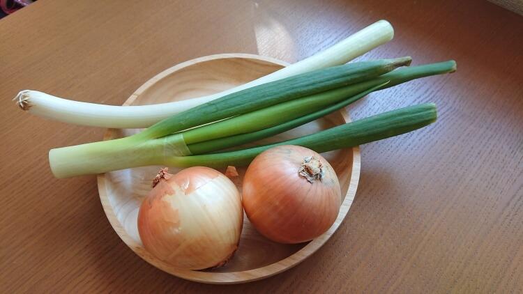 サムギョプサルの副菜:ネギサラダのレシピの材料