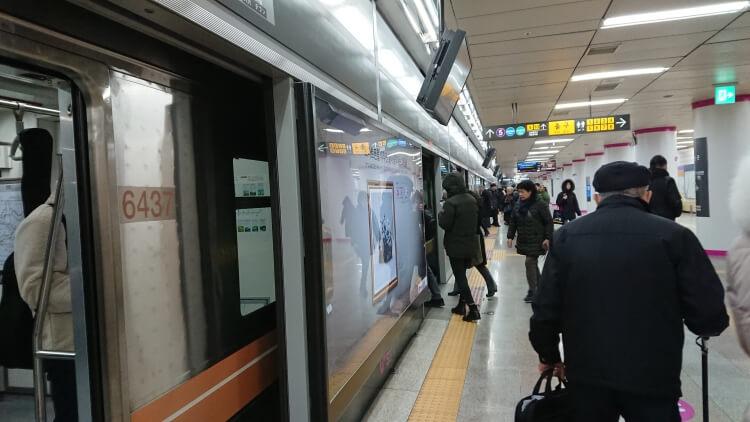 孔徳駅から鷹岩駅へ