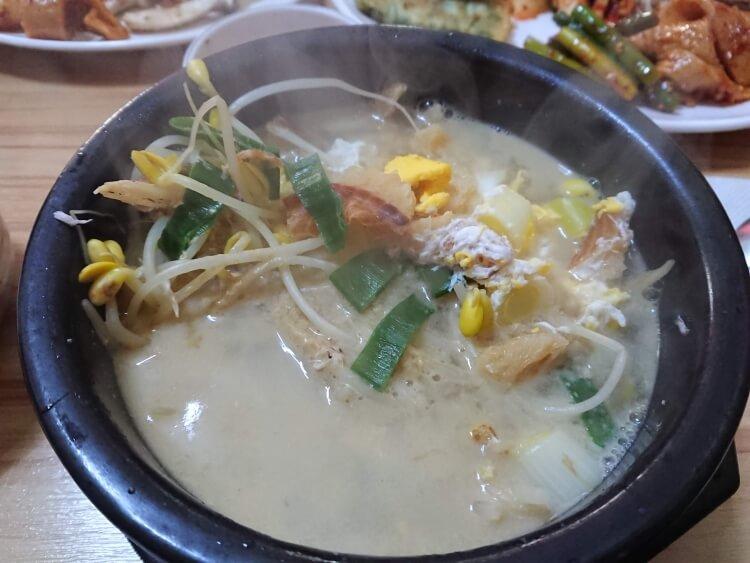 ソウルのお店でプゴク(干し鱈のスープ)