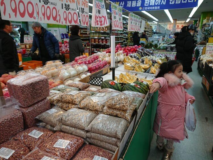 韓国のスーパーで穀物