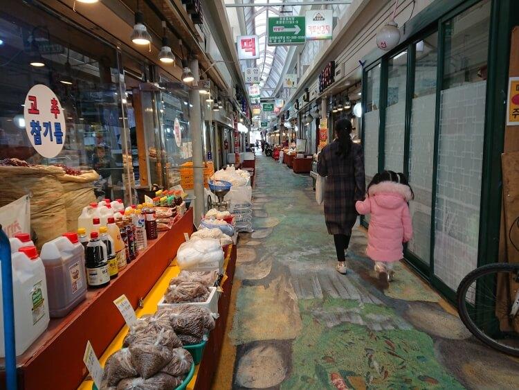 韓国鷹岩駅の小さい市場