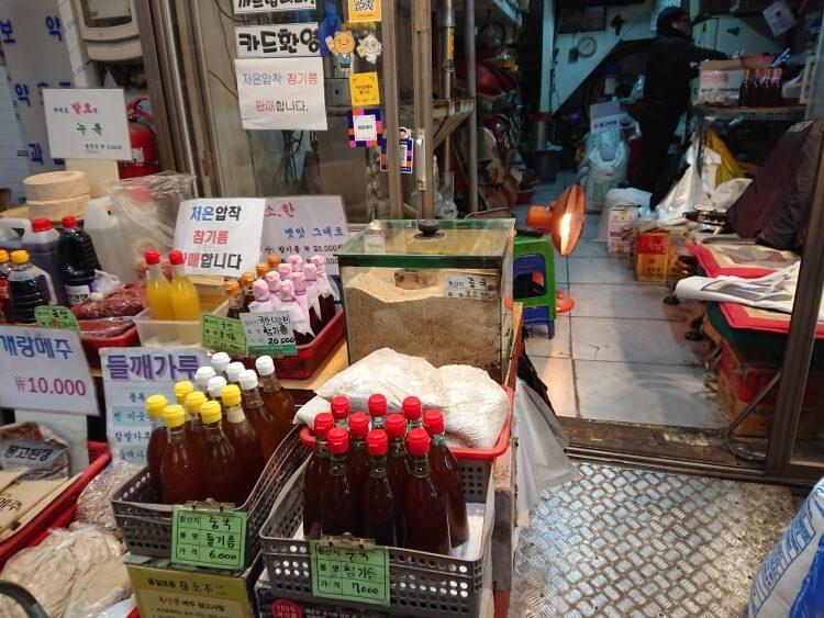 韓国鷹岩駅の小さい市場にあるお店