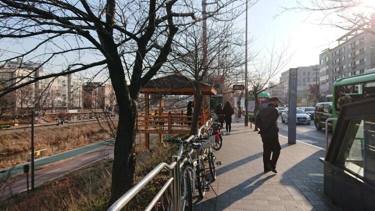 セジョル駅と鷹岩駅
