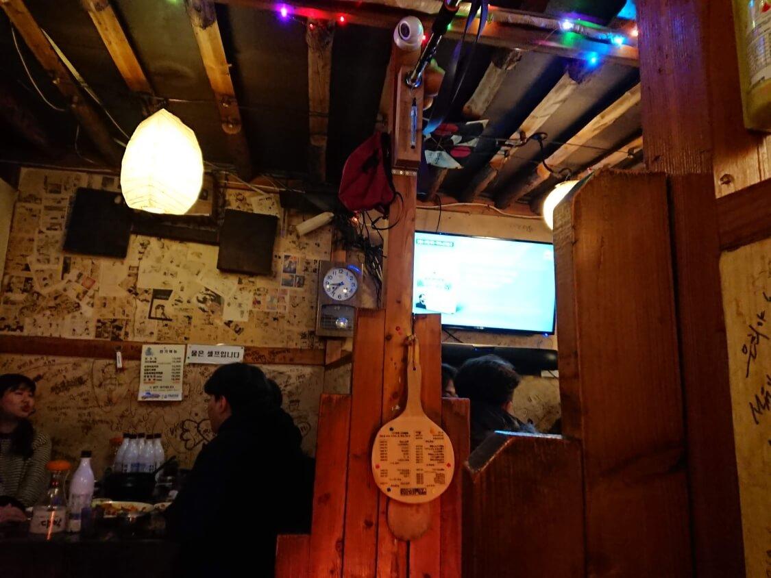 ソウルの人気居酒屋の内観