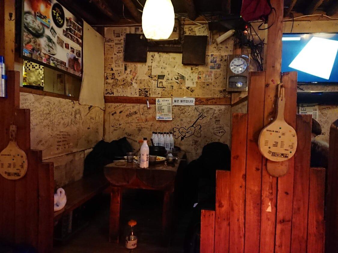 ソウルの人気居酒屋でマッコリ